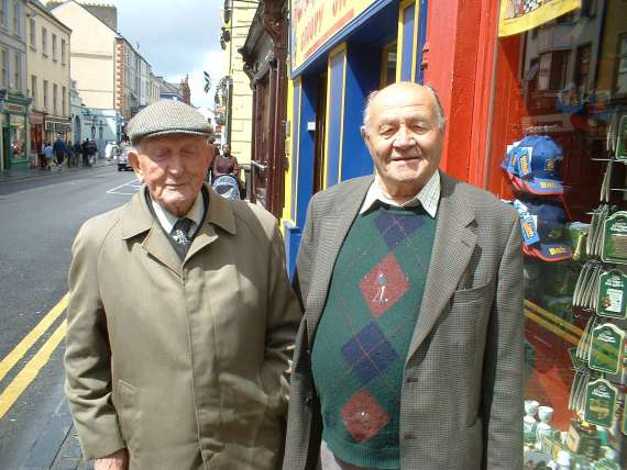 /photos/cache/miscellaneous-photos-from-around-kerry/dan-pictured-here-with-a-former-great-kerry-footballer-paddy-batt-shannahan-from-currow-who-won-munster-championship-medals-in-the-early-fifties_w800.jpg